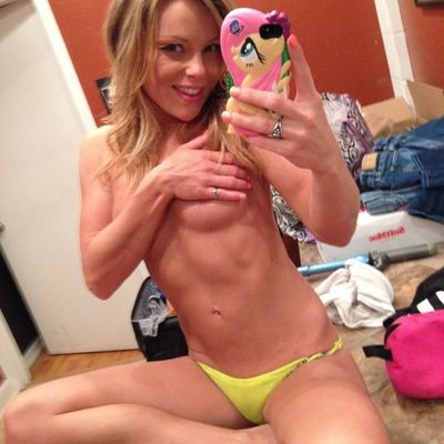 Sharie from Hawaii is looking for adult webcam chat