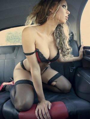 Aura from Amherst, Virginia is looking for adult webcam chat
