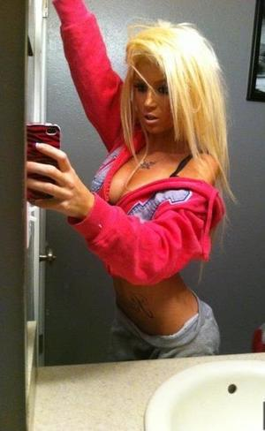 Cammie is looking for adult webcam chat