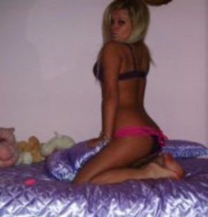 Chanelle is looking for adult webcam chat