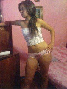 Maxima from East Windsor Hill, Connecticut is looking for adult webcam chat